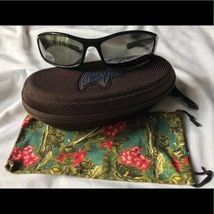 Maui Jim sunglasses with case and pouch